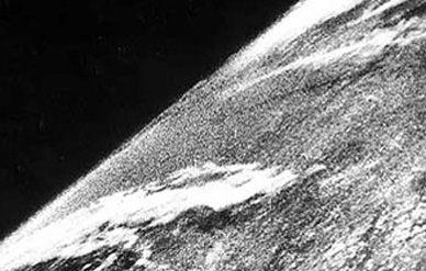eerste foto uit de ruimte