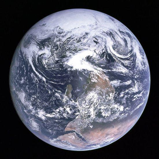 eerste foto van de aarde
