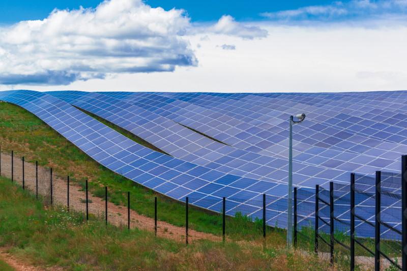frankrijk zonnepanelen veld