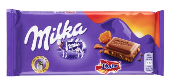 Een lekkere chocoladereep eten