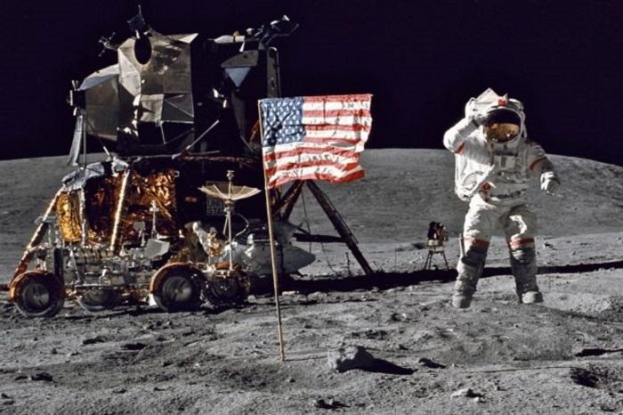 10 Theorieën waarom de maanlanding (mogelijk) een hoax is ...