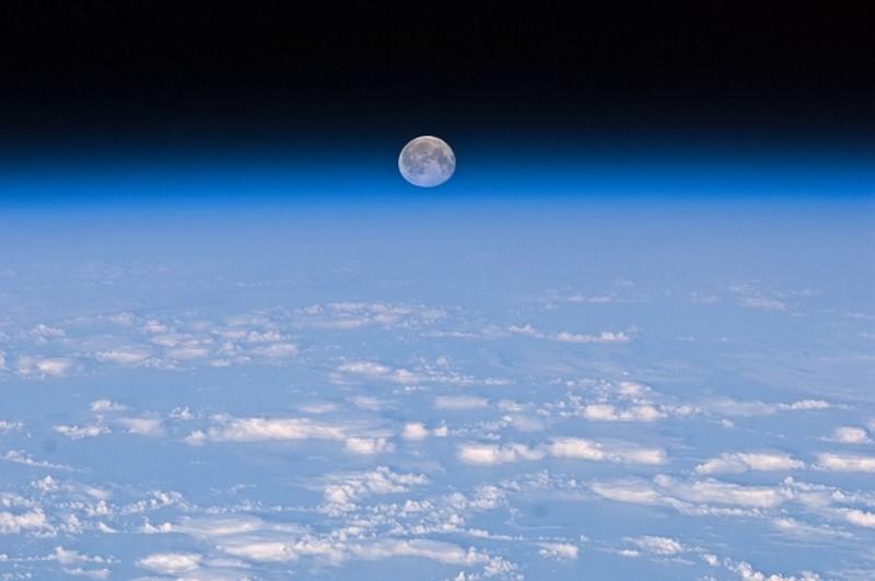 maan vanuit de iss