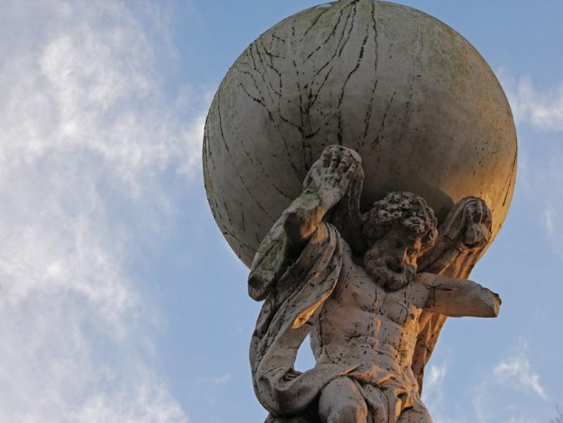 atlas god - reus