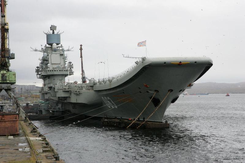 Admiral Kuznetsov groot russisch vliegdekschip