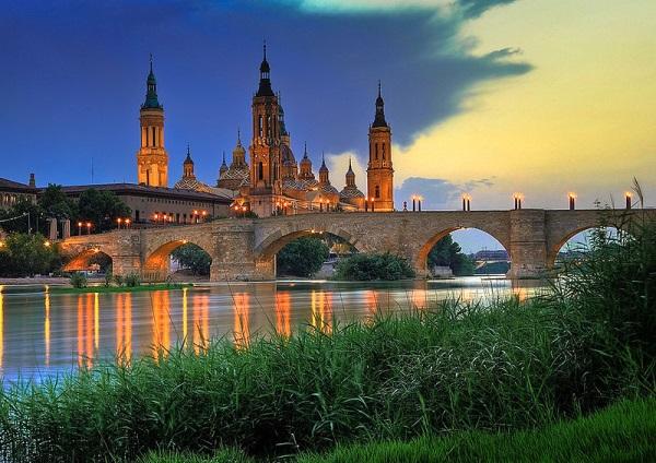 De basiliek van Zaragoza