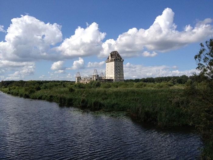Verlaten kasteel in Almere
