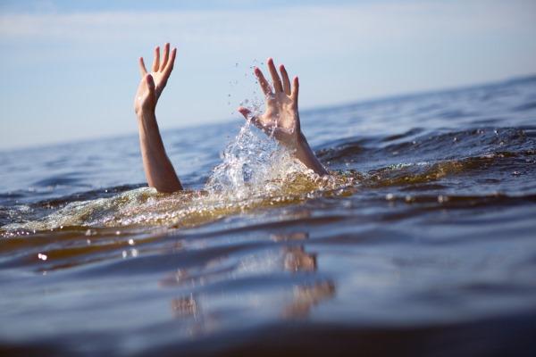 dramatisch verdrinken