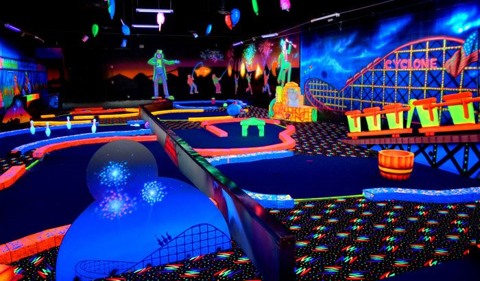glow in the dark midgetgolf