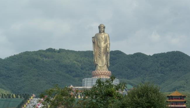 lushan standbeeld