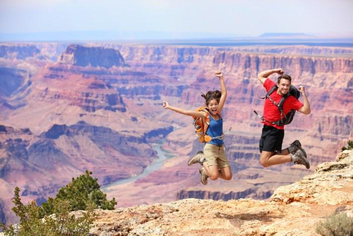 toeristen springen
